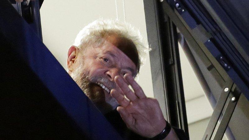 Brésil: l'ex-président Lula ne s'est pas rendu à la justice dans les délais fixés
