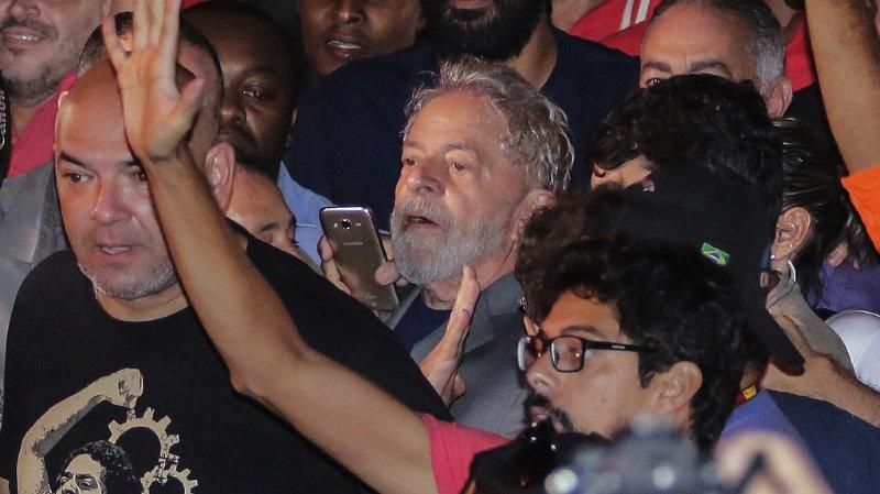 Brésil: l'ancien président brésilien Lula s'est livré à la police