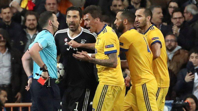 """Ligue des Champions: """"L'arbitre a un sac poubelle à la place du coeur"""" juge Buffon"""