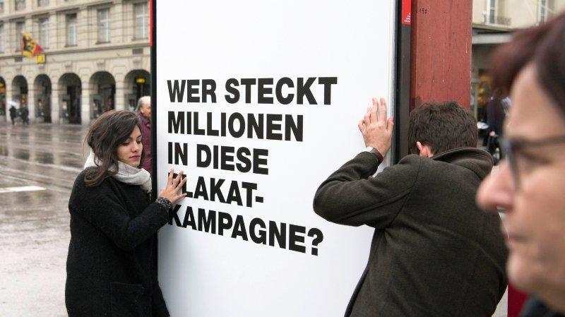 «Qui dissimule des millions dans cette campagne d'affichage?» En avril2016, un comité interpartis avait lancé une initiative fédérale similaire à celles qui ont triomphé, ce dimanche, à Fribourg et Schwyz.