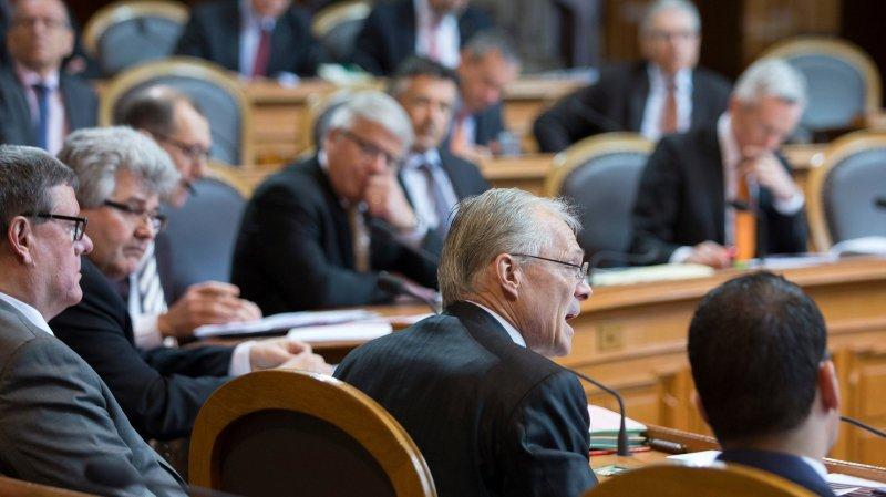 Les sénateurs du groupe UDC, dont l'indépendant Thomas Minder (au centre de l'image), ont défendu l'initiative avec vigueur.
