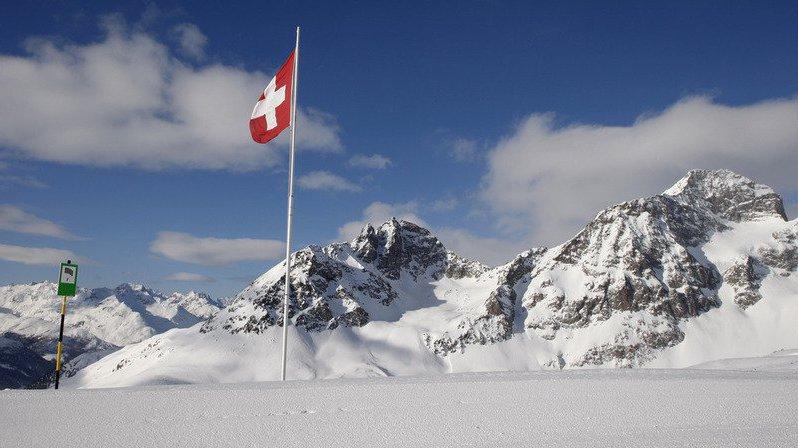 Une voiture volante, des Suisses armés à l'américaine, des braqueurs fantômes: l'actu suisse vue du reste du monde