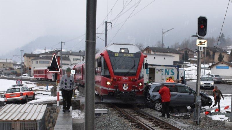 Le train a effectué un freinage d'urgence et un automobiliste est parvenu à tourner la voiture. La violence de l'impact a ainsi pu être réduite.