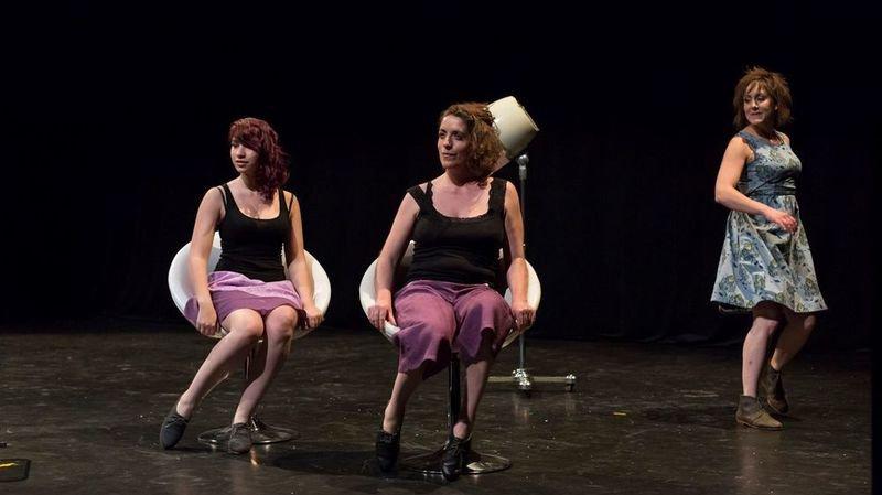 Le défilé de mode sera présenté à deux reprises sur la scène du théâtre.