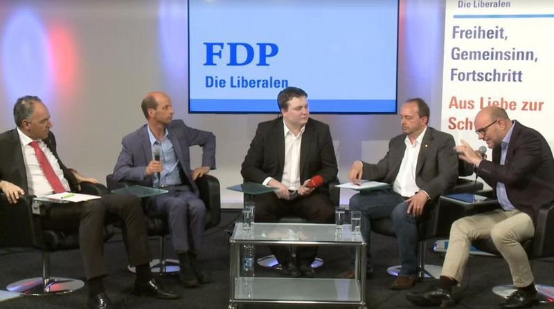 Le débat qui a mis le feu aux poudres avec Waldemar Schön (tout à droite).