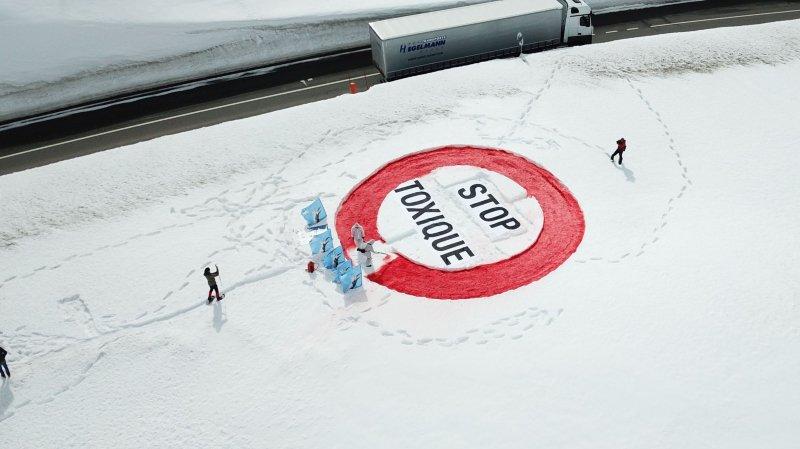 L'Initiative des Alpes veut faire interdire le transport de marchandises dangereuses sur la route du Simplon