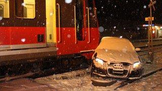 Quatre blessés dans une collision entre une voiture et un train (AI)