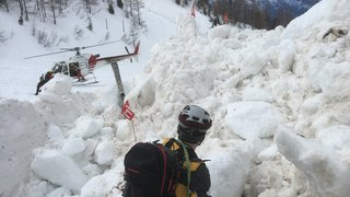 Avalanche à Riddes: les recherches reprennent mardi