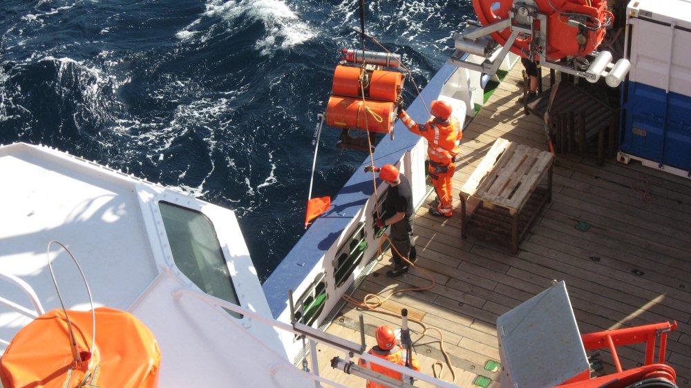 Certains capteurs ont été ancrés au fond de la mer.