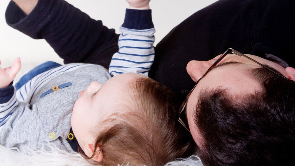 Pour bénéficier de leurs droits de visite, les pères passent par les autorités de protection de l'enfant.