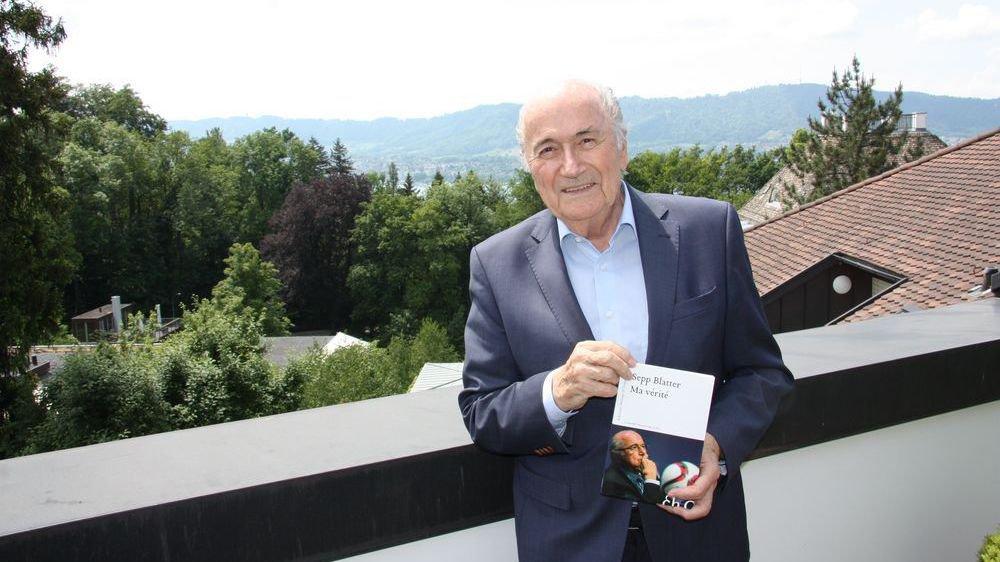 """Sepp Blatter présente son livre """"Ma vérité""""."""
