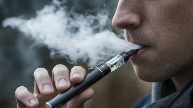 Santé: la vente aux mineurs de cigarettes électroniques à la nicotine est légale