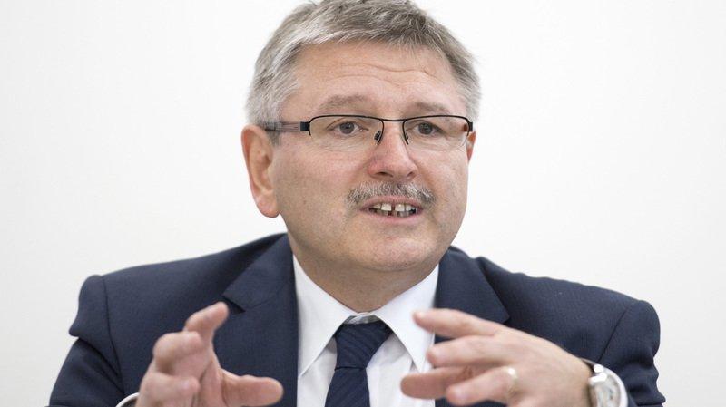 Charles Juillard succède au Valaisan Yannick Buttet à la vice-présidence du PDC suisse.