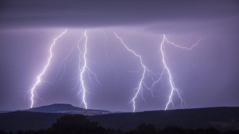 Plus de 7000 éclairs se sont abattus sur la Suisse en 24 heures (illustration).