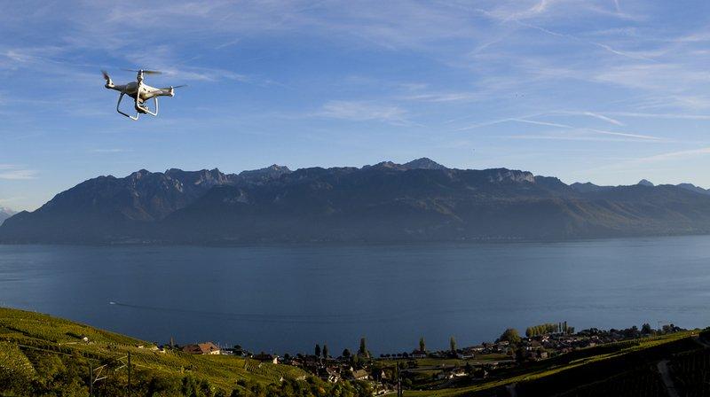 Suisses favorables à la loi sur la surveillance des assurés
