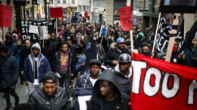 Dans certains scénarios de la vie quotidienne, une majorité de la population perçoit des comportements racistes envers les Noirs. (illustration)
