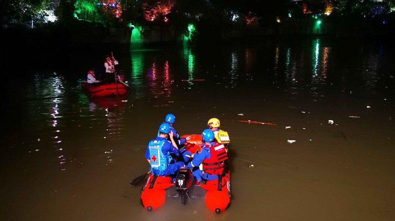 Un accident de bateaux-dragons fait dix-sept morts — Chine