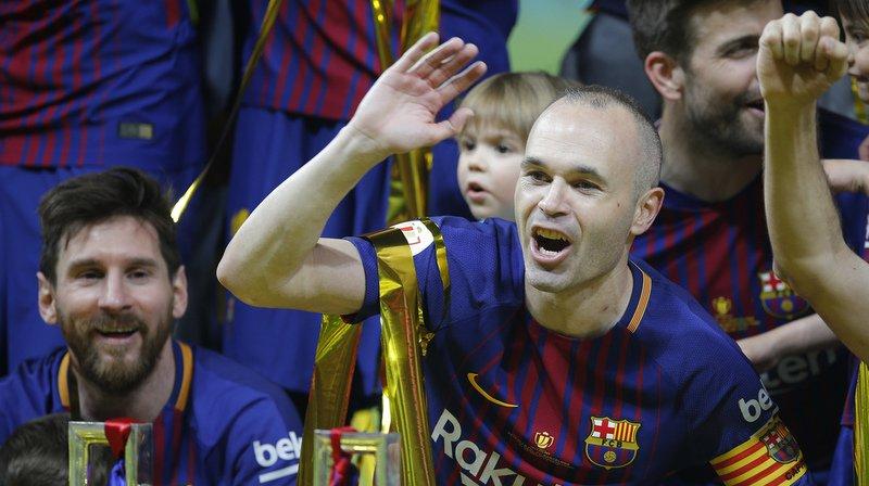 Le capitaine du FC Barcelone Andres Iniesta a confirmé qu'il quitterait à la fin de la saison son club de toujours.
