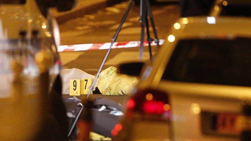Paris: l'Etat islamique revendique l'attaque au couteau, l'agresseur identifié