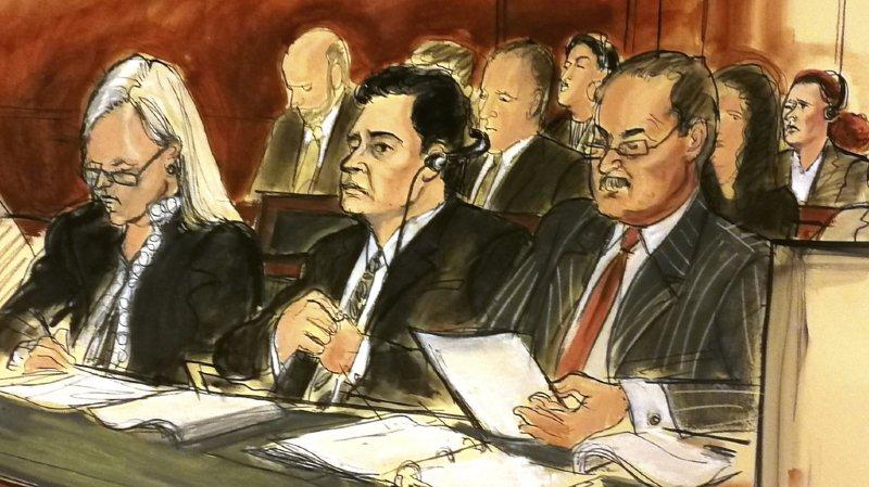 Mehmet Atilla (au centre) avait été reconnu coupable le 3 janvier de fraude bancaire et conspiration pour violer les sanctions américaines, au terme de plus de trois semaines d'audiences à Manhattan.