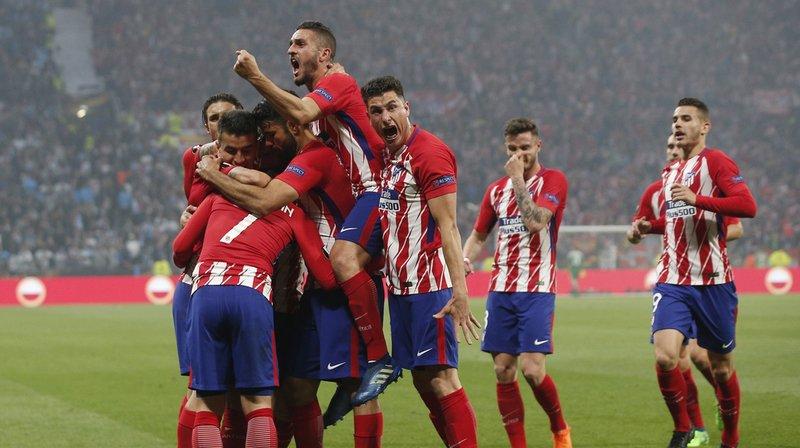 Antoine Griezmann félicité après avoir ouvert la marque pour l'Atlético Madrid à la 21' minute.