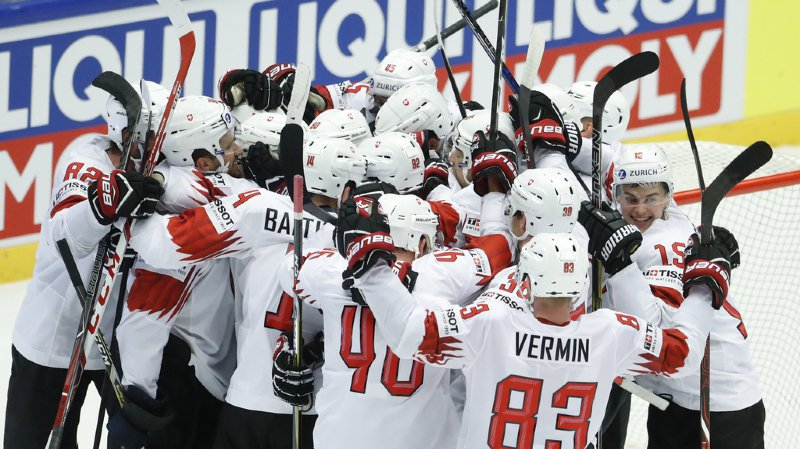 Hockey - Mondiaux 2018: dans le vestiaire, les Suisses fêtent leur exploit face à la Finlande façon Frank Ribéry