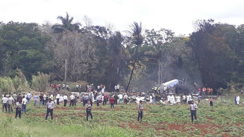 """Un avion de ligne s'écrase au décollage de La Havane: """"de nombreuses victimes"""", selon le président"""