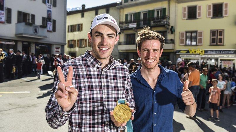 Le village d'Orsières en goguette pour fêter le retour des Jeux Olympiques de ses sportifs Daniel Yule et Candide Pralong.