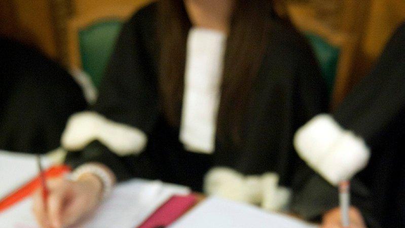 Qui doit surveiller les avocats en Valais?