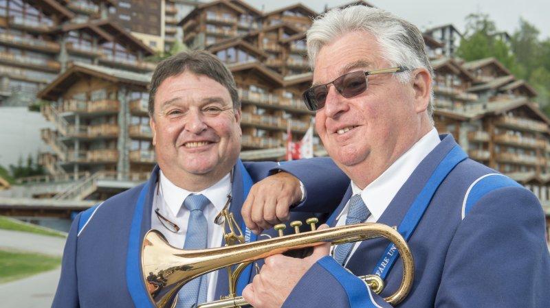 Pierre.Antoine (à gauche) et Gérard Boulnoix, musiciens de l'Union de Vétroz, ont été honorés hier à Nendaz.