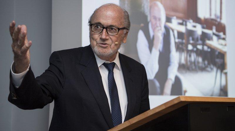 L'ancien président de la FIFA Sepp Blatter fera le déplacement de Lens mercredi soir.
