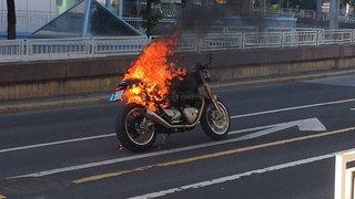 Sion: une moto en feu sur l'avenue de la Gare