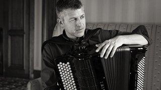 Valais: rencontre avec le maître de l'accordéon Stéphane Chapuis, musicien hyperactif et généreux