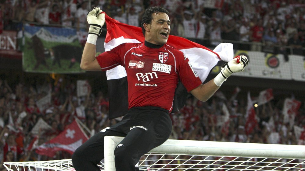 Essam El Hadary aime grimper sur sa barre transversale pour fêter ses plus gros succès, comme lors de la finale de la Coupe de Suisse 2009.
