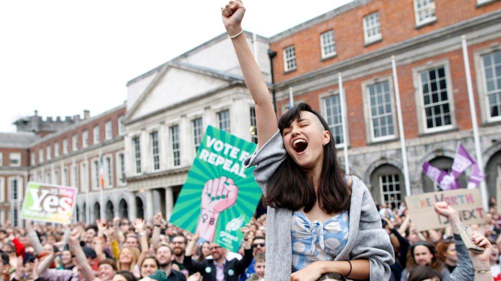 A Dublin, où le «yes» a recueilli 75,5% des suffrages, des explosions de joie et de larmes ont eu lieu avant même la publication officielle des résultats, samedi.