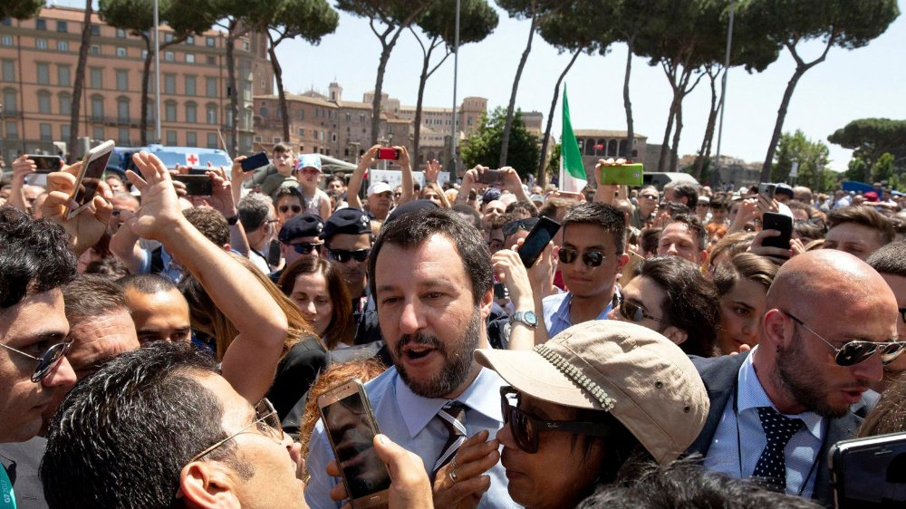 Matteo Salvini, patron de la Ligue (extrême droite) a pris, samedi, un bain de foule à Rome, à l'occasion de la Fête de la République.