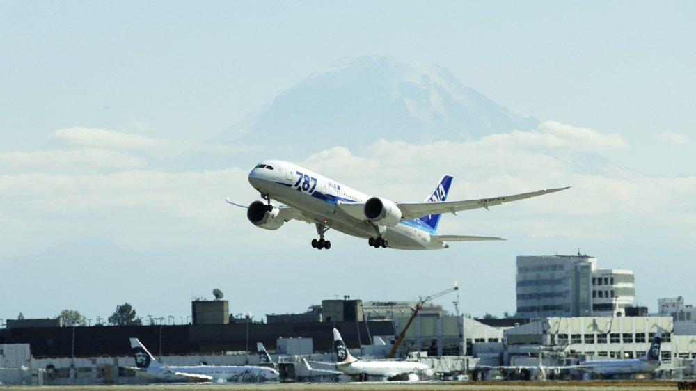 Ron Rockwell Hansen a été arrêté à l'aéroport de Seattle-Tacoma, alors qu'il s'apprêtait à prendre un vol à destination de la Chine.
