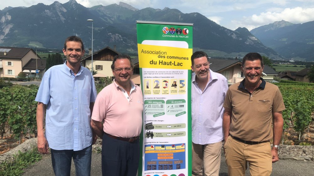 Les présidents Laurent Lattion (Vionnaz), Pierre Zoppelletto (Port-Valais), Werner Grange (Saint-Gingolph) et Reynold Rinaldi (Vouvry) heureux du résultat sorti des urnes hier en début d'après-midi.