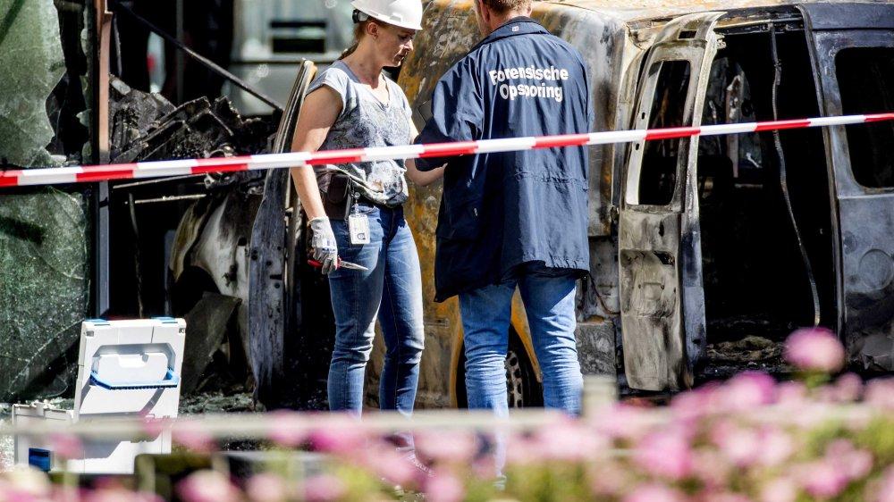 La camionette a foncé contre  les bureaux du journal.