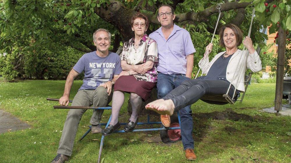 Les Bender, une famille anti-JO. Léonard, Lucie la maman, Gabriel et Marie-Paul.