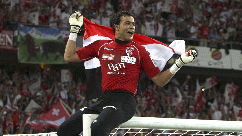 Essam El Hadary aime grimper sur sa barre transversale pour fêter ses plus grands succès, comme lors de la finale de la Coupe de Suisse 2009.
