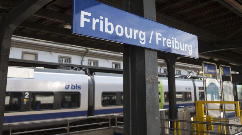 Des bus de remplacement ont été mis en place pour les voyageurs entre Fribourg et Berne. (illustration)