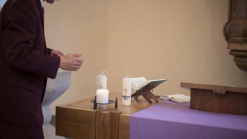 France: le prêtre qui a giflé un bébé pendant son baptême a été identifié