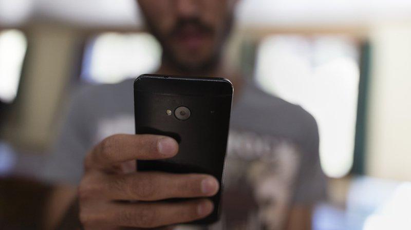 En 2016, huit requérants sur dix sont entrée en Suisse sans papiers, mais avec un téléphone mobile, une tablette ou un portable, justifie Gregor Rutz (UDC/ZH) dans son initiative.