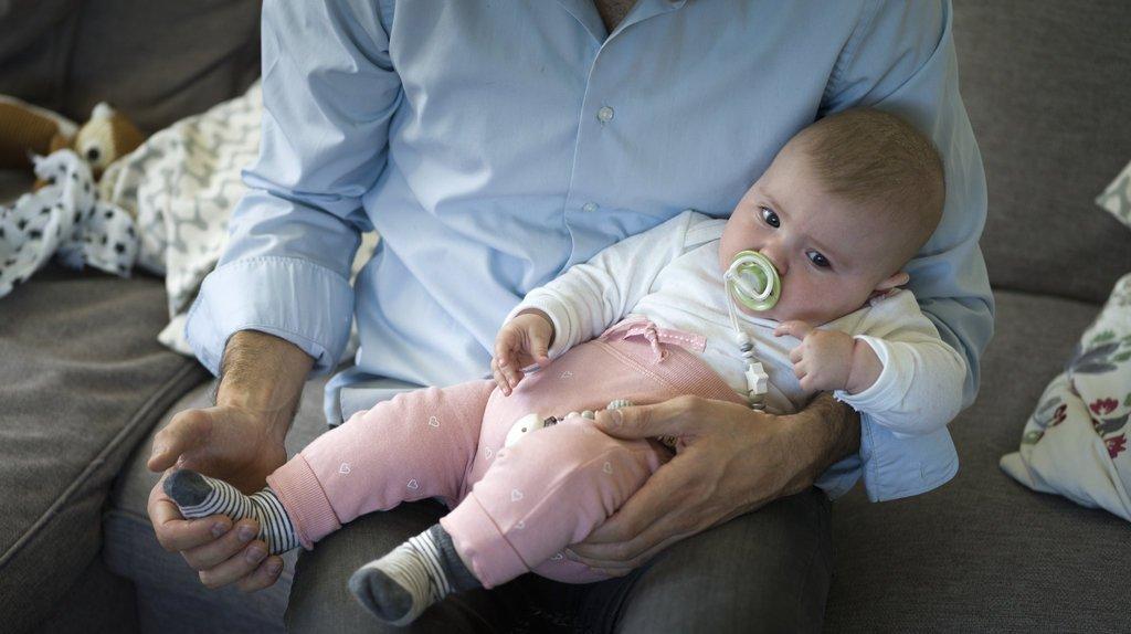 Le Conseil fédéral rejette l'initiative populaire pour un congé de paternité