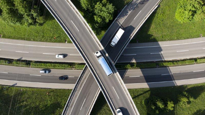 Remonter une file de voitures par la droite sera autorisé. Mais le dépassement restera interdit.