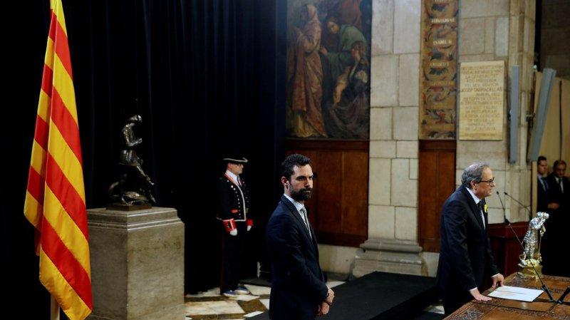 Lors de son investiture, le président Quim Torra (dr.) a réaffirmé qu'il comptait mener la Catalogne vers l'indépendance.