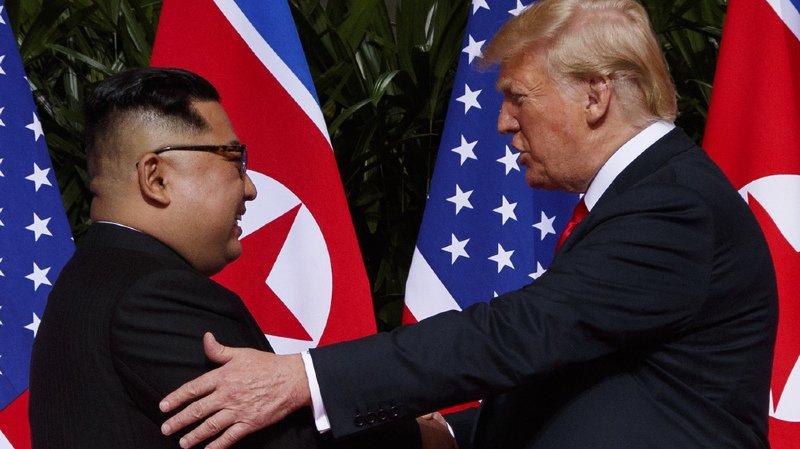 Etats-Unis/Corée du Nord: la poignée de main historique entre Kim Jong-un et Donald Trump a eu lieu à Singapour
