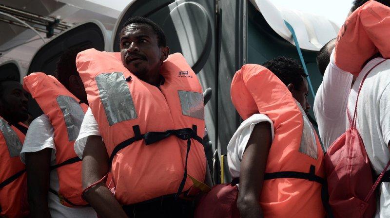 Crise migratoire: 500 migrants débarqués par un navire des gardes-côtes italiens en Sicile