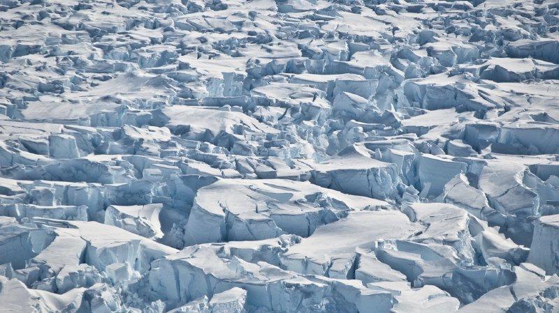 L'Antarctique représente 90% des glaces terrestres et recèle la plus grande réserve d'eau douce de la planète.